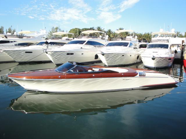 Posted in 33 riva, aquariva, Riva 33, Riva Yachts, Uncategorized | Tagged 33 ...